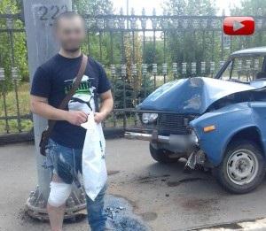 """На проспекте Победы автомобиль """"ВАЗ-2106"""" влетел в столб"""