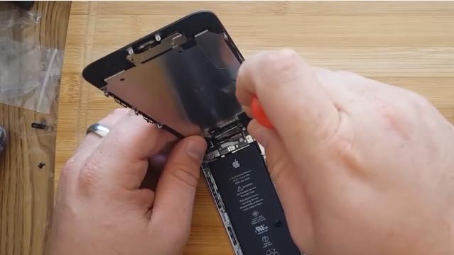 Суд обязал магазин выплатить более 200 тысяч рублей покупателю неисправного IPhone 6