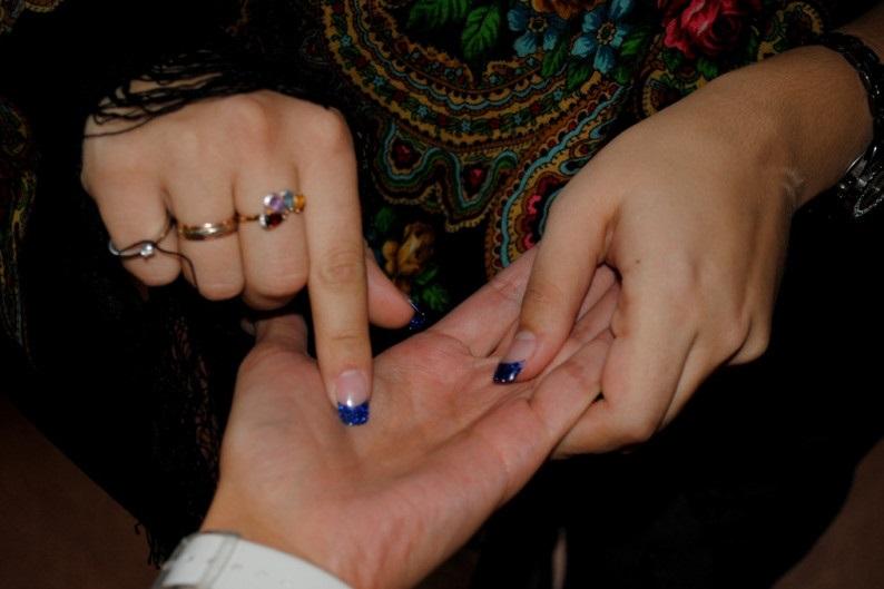 Цыганка обокрала студентку под предлогом снятия порчи